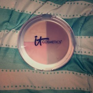 It cosmetics live, love, laugh vitality face disk